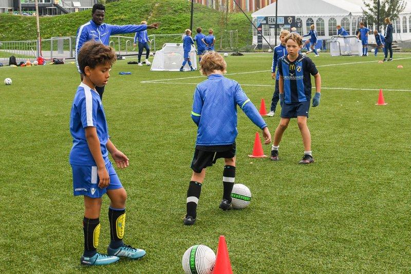 3c4821ba Ved påmelding godkjenner du at Stabæk Fotball og deres samarbeidspartnere  kan fotografere barna under trening og at disse bildene kan brukes i vårt  reklame ...
