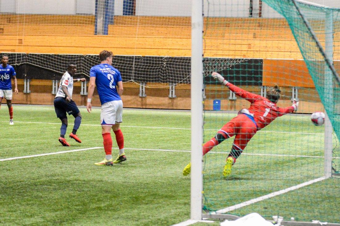 Så nærme var Agouda scoring i sin første kamp for Stabæk. Foto: Kristian Bjerke