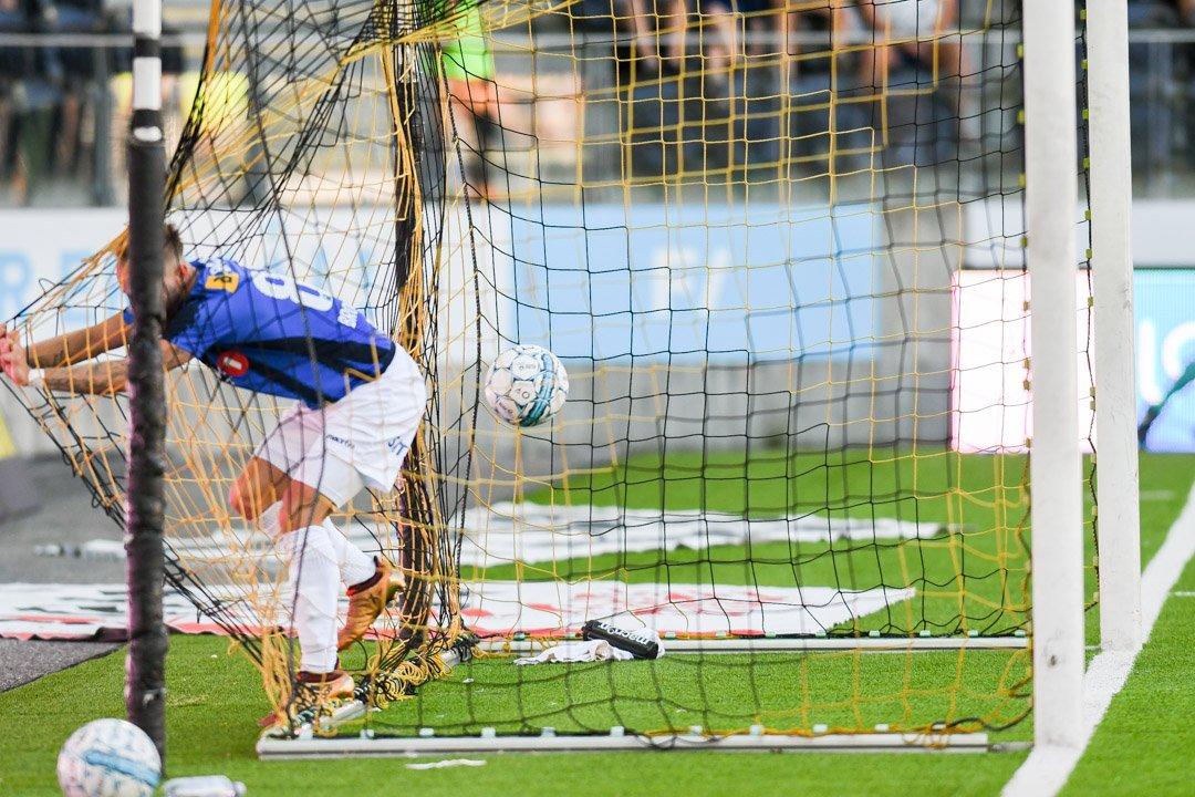 SCORET FØRST: Tonny Brochmann tok med seg både ballen og seg selv inn i målet like etter pause
